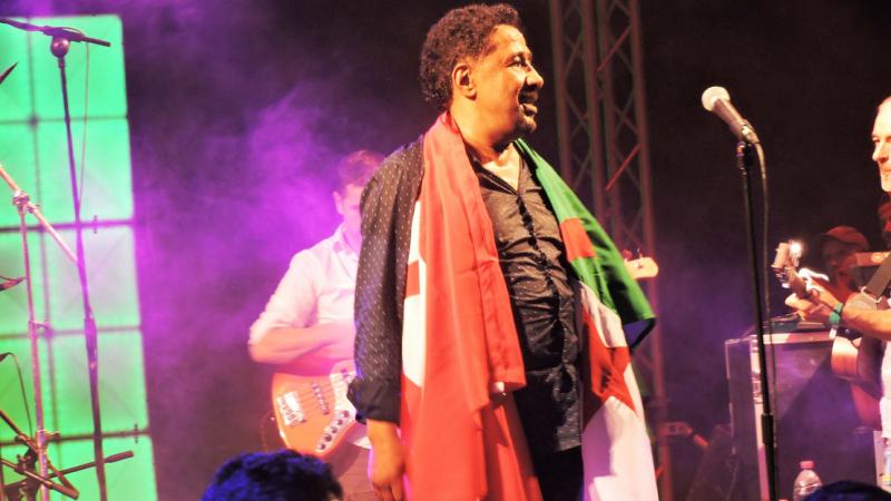 وسط حالة استنفار قصوى: الشاب خالد يشعل مسرح مهرجان أوليس بجربة