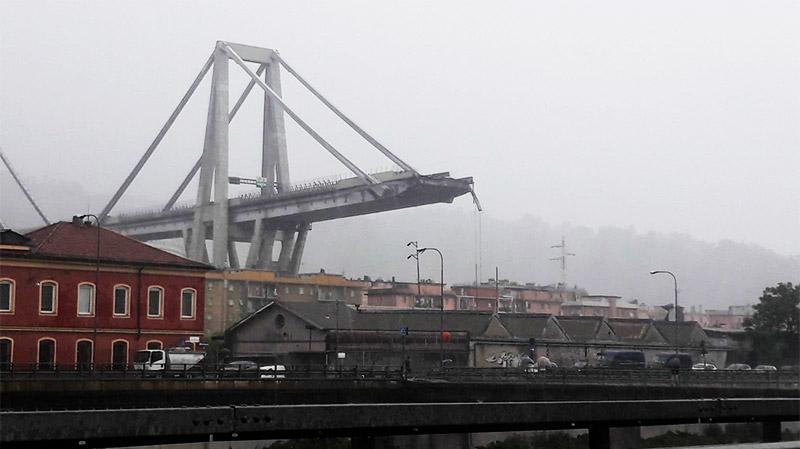 انهيار جسر لطريق سريع في جنوة بايطاليا
