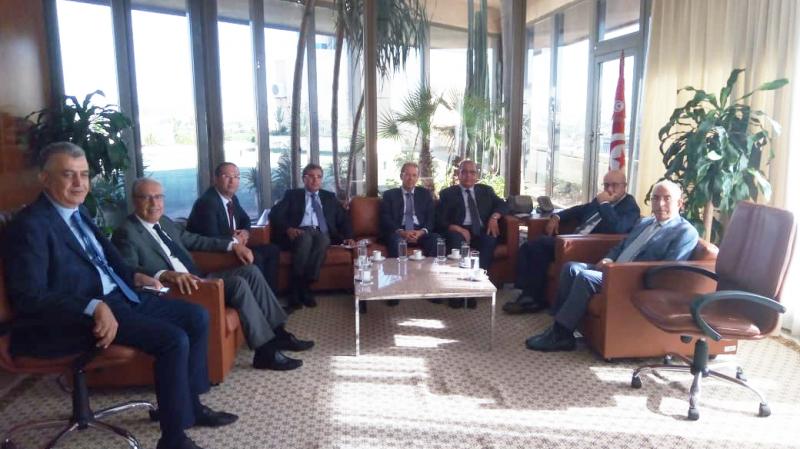 جلسة عمل بين وفد من منظمة الأعراف ومحافظ البنك المركزي التونسي
