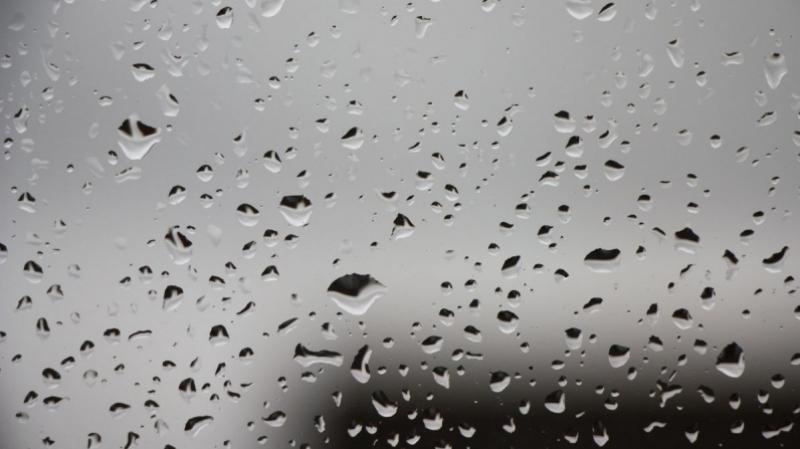 سحب وأمطار متفرّقة السبت