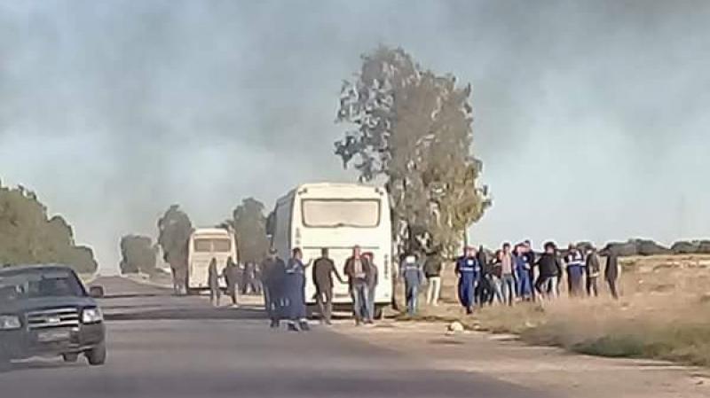 شلل بالمنطقة الصناعية بالصخيرة بسبب تواصل إعتصام معطلين عن العمل