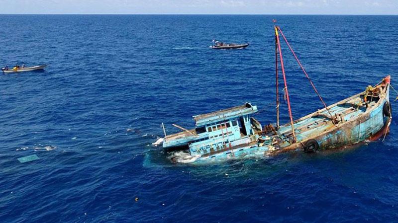 صفاقس: غرق مركبين بسبب الرياح والأمطار وانتشال جثتين