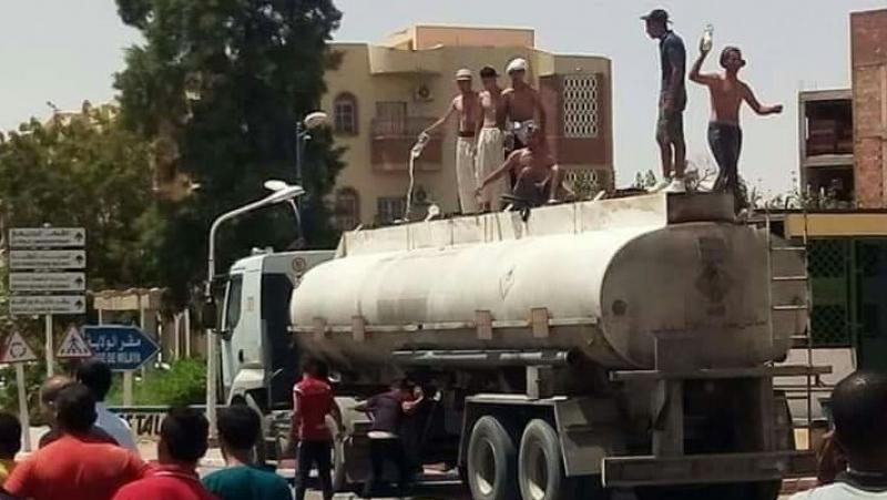 الجزائر: محتجون يهددون بإحراق أنفسهم
