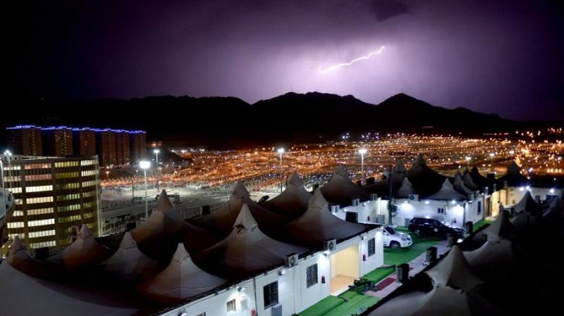 قطع الكهرباء على مخيم الحجاج التونسيين اثر هبوب عاصفة ونزول الأمطار