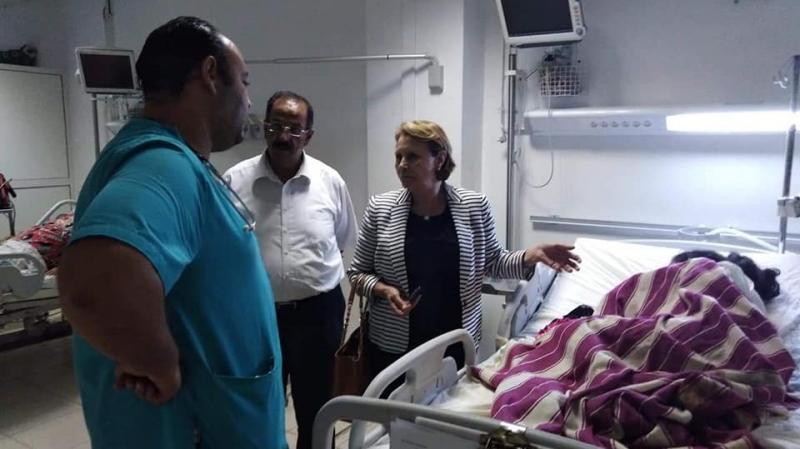 وزيرة المرأة تزور الفتاة ضحية جريمة قبلاط بمستشفى شارل نيكول
