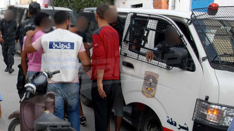 سوسة:ايقاف 6 جزائريين اعتدوا على عون أمن و حاولوا إفتكاك سلاحه