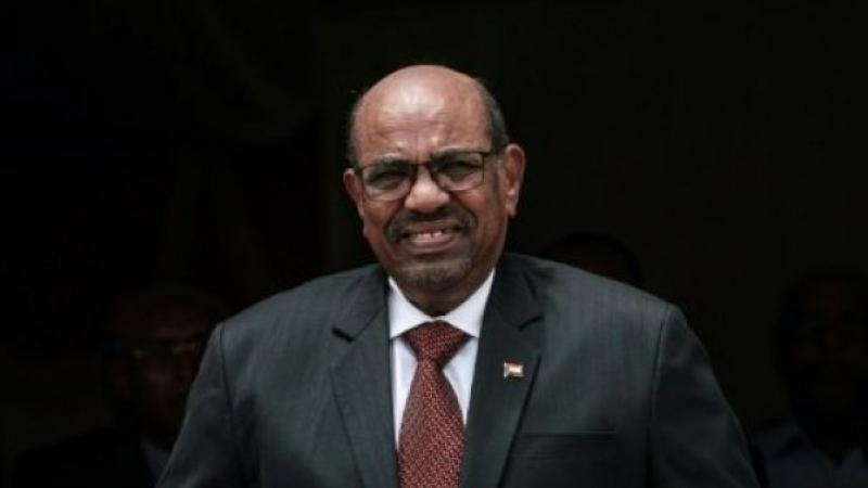 الرئيس السوداني يعلن حل الحكومة ويعيّن رئيسا جديدا للوزراء