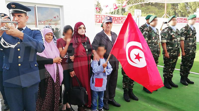 تشكيلة عسكرية ترافق ابن الشهيد علي الخترشي في عودته المدرسية