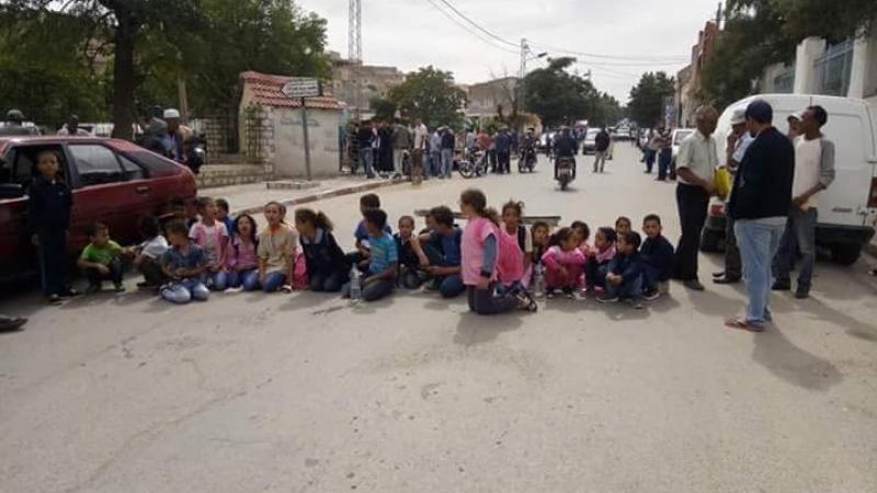 تالة: أولياء تلاميذ يحتجون ضد نظام الفرق