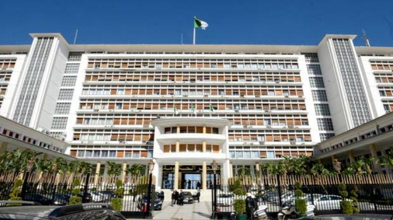 الداخلية الجزائرية تنفي التحقيق مع مدير الشرطة المقال