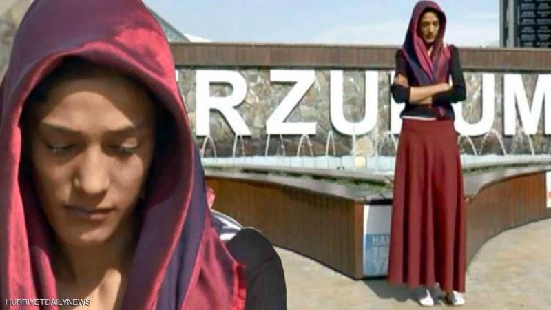 تركيا: شابة تصبح مشرّدة بسبب طولها