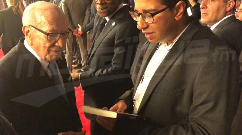 قمة الفرنكوفونية: أمير الفهري يهدي السبسي كتابه الجديد
