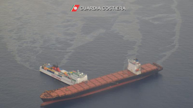 حادثة تصادم باخرتين: بقع النفط تقترب من سواحل ايطاليا