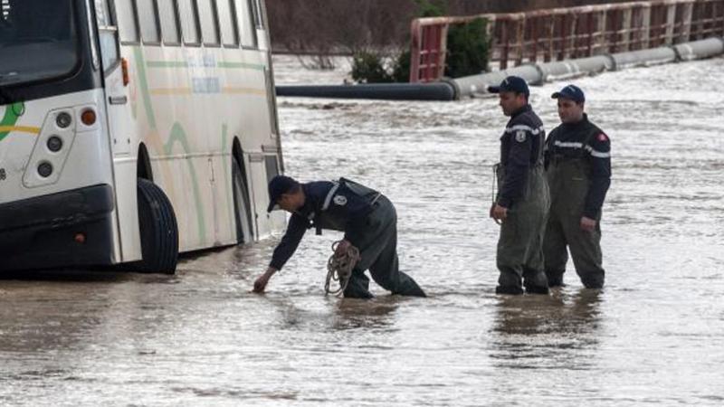 والية نابل تعلن تعليق الدروس بعدد من المعتمديات بسبب الأمطار
