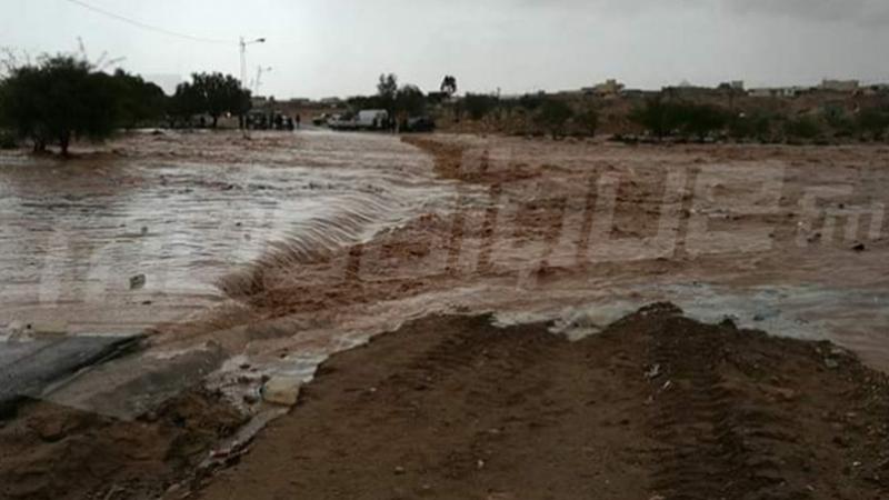 والي القيروان يدعو عائلات في منطقة المتبسطة' إلى الحذر من الفيضانات