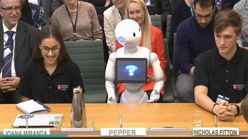 البرلمان البريطاني يستمع إلى شهادة.. ''رجل آلي'' !