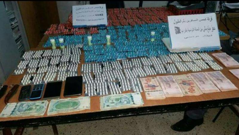 الديوانة الجزائرية تحجز أموالا تونسية وحبوبا مخدرة