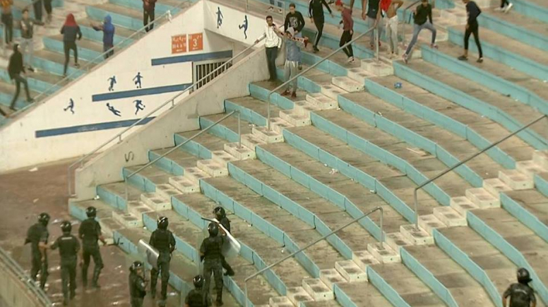 منها إصابات خطيرة:إصابة 23 عون أمن في مباراة الترجي والفريق الكنغولي