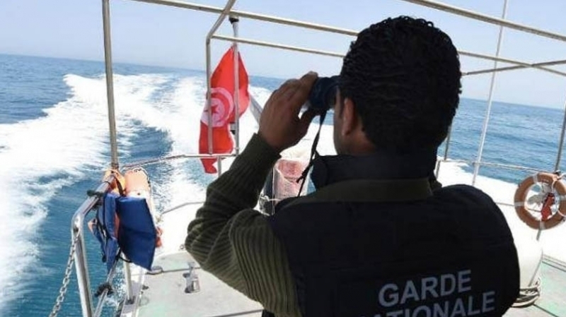 إنقاذ 28 مجتازا تونسيا بعد غرق مركبهم بسواحل قرقنة