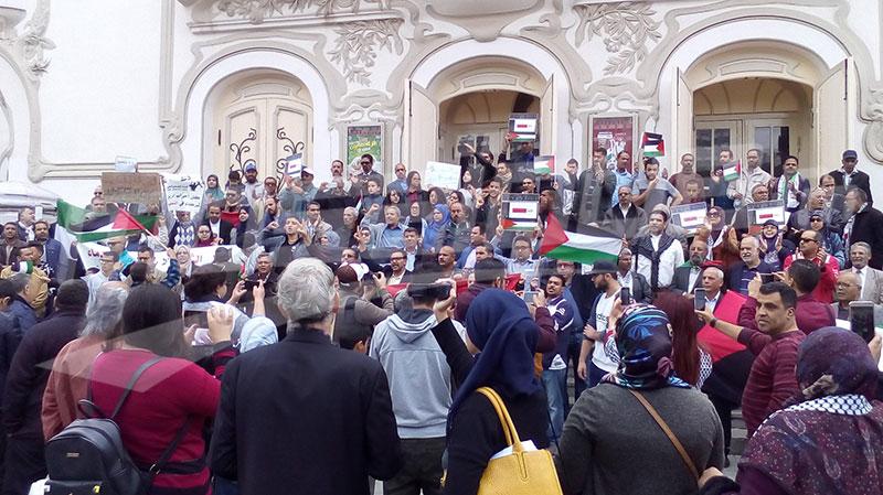 منددين بتعيين روني الطرابلسي: محتجون يتهمون الحكومة بالتطبيع