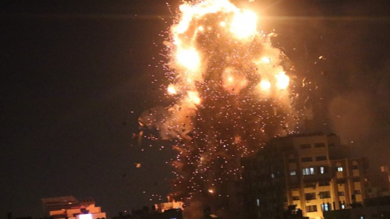 الإحتلال الاسرائيلي يدمر مقر فضائية 'الأقصى'