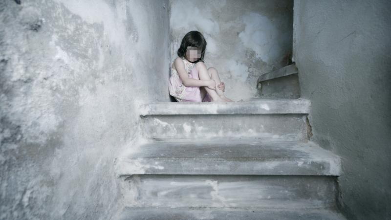 حمام الأنف: يعتدي بالفاحشة على طفلة الـ4 سنوات..ويفرّ بعد خنقها بوحشية
