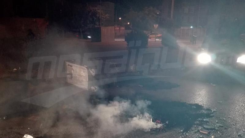 المكناسي: غلق طريق وحرق العجلات المطاطية