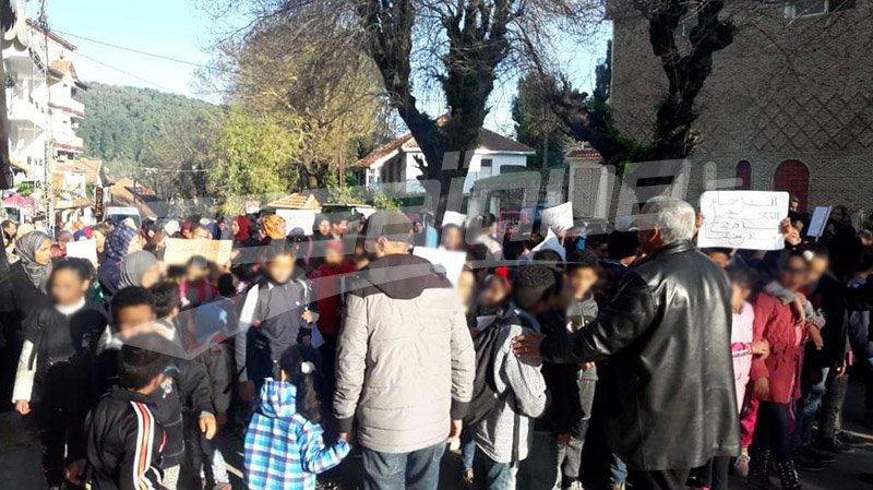 عين دراهم: أولياء وتلاميذ يخرجون في مسيرة احتجاجية