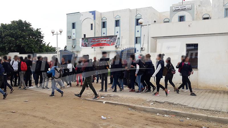 القيروان:معلمون نواب يهدّدون بالإنتحار واحتقان أمام مندوبية التربية