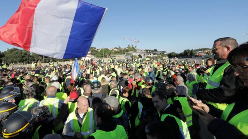 وفاة متظاهرة وإصابة آخرين في تحركات احتجاجية ضد غلاء الأسعار في فرنسا