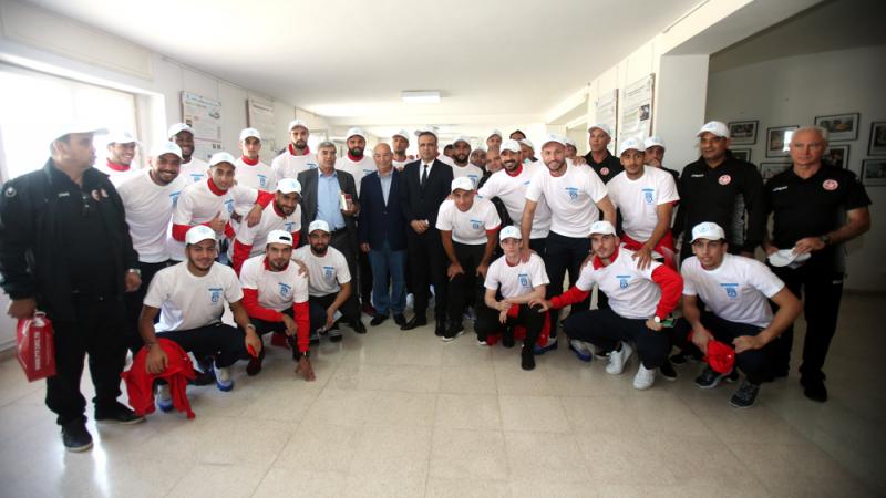 المنتخب يؤدي زيارة إلى الجمعية التونسية لمكافحة السرطان