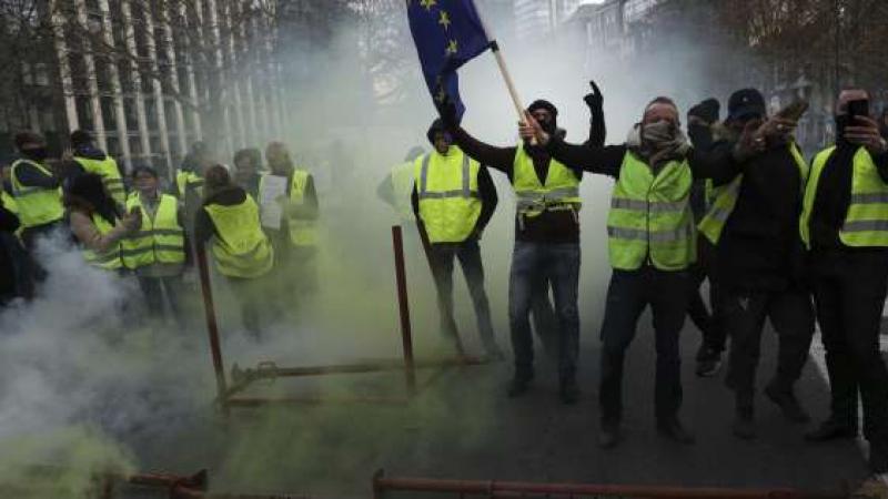 وفاة جزائرية في مواجهات السترات الصفراء بفرنسا