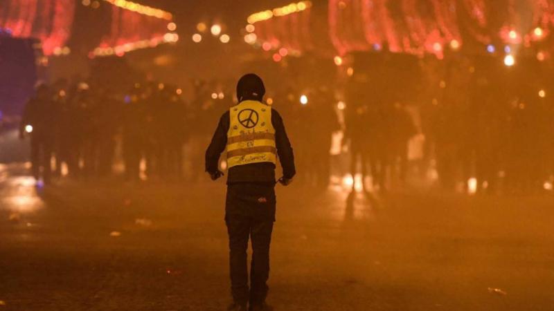 ترامب يعلّق على 'سترات الغضب' : يوم حزين في فرنسا