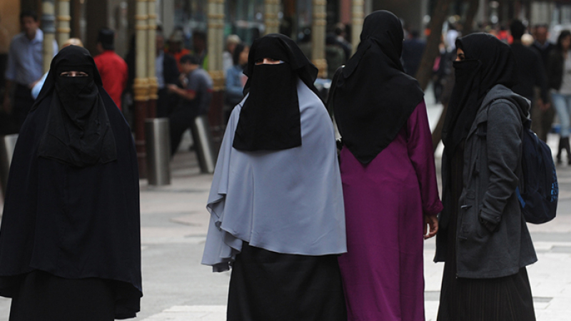 منع النقاب في الجامعة الجزائرية