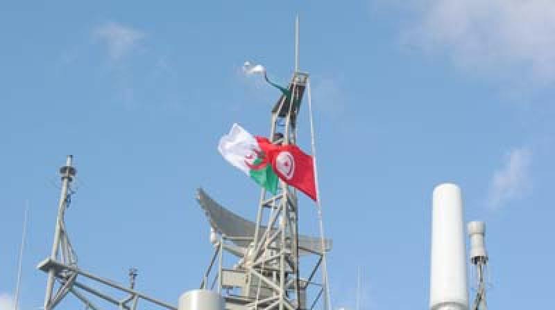 تدريباتبحريةمشتركة بين الجيشينالتونسي والجزائري