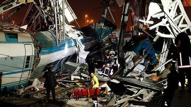 إصطدام قطارين في تركيا فجر اليوم