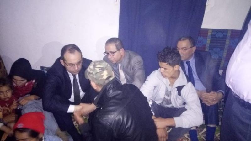وزير الداخلية يقدم واجب العزاء لعائلة الشهيدين الغزلاني