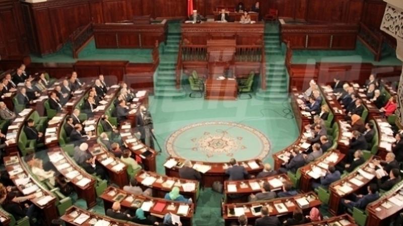 أكثر من 70 نائبا يطعنون في قانون المالية