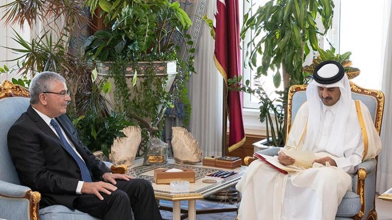 الزبيدي يسلّم أمير قطر دعوة من السبسي لحضور القمة العربية بتونس