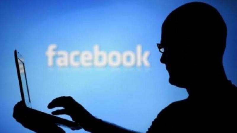 فضيحة جديدة لفيسبوك: 150 شركة تقرأ رسائلكم !