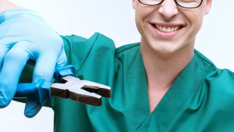 ممرض ينتحل صفة طبيب أسنان طيلة 15 سنة
