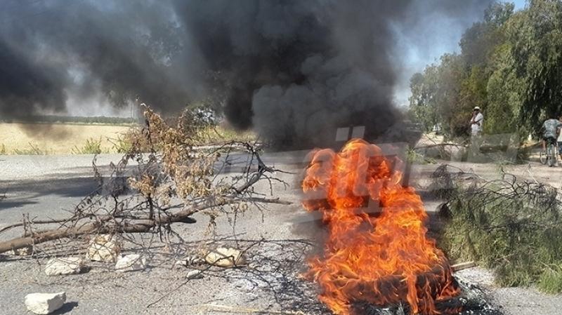 تالة: تلاميذ يغلقون الطريق ويضرمون النار في العجلات المطاطية