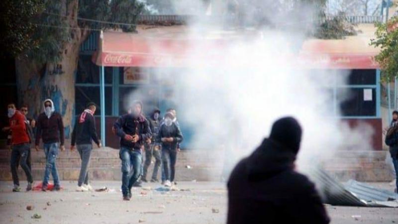 تالة: غلق الطريق ورشق منطقة الحرس بالحجارة