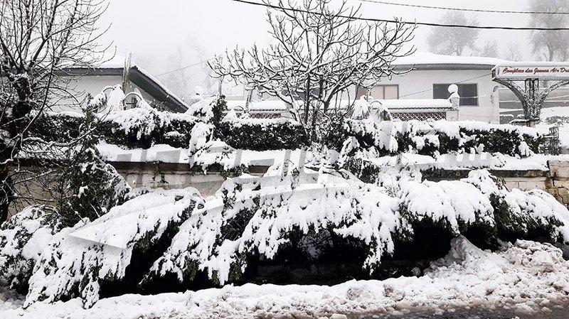 الثلوج في عين دراهم تستقطب الآلاف من الزوار