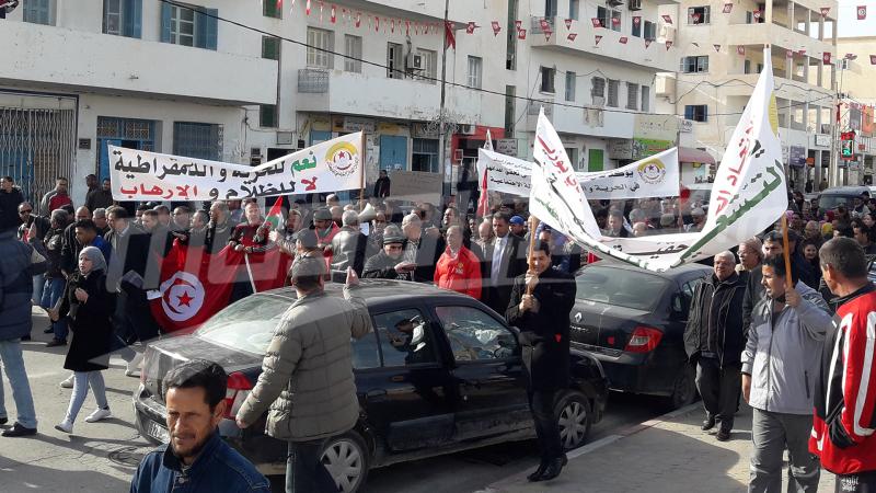 سيدي بوزيد : مسيرة عمالية حاشدة و دعوات''لإسقاط النظام''