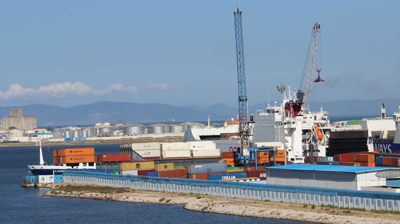 شلل في ميناء رادس بسبب إضراب أعوان الشحن والترصيف