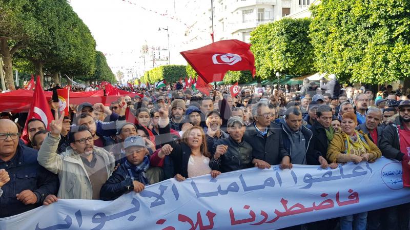 الإضراب العام: مسيرة إتحاد الشغل في شارع بورقيبة