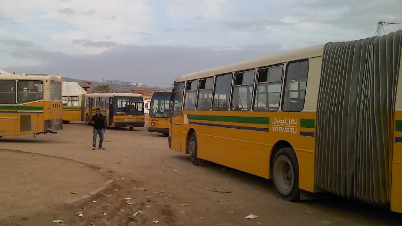 طبربة: محتجون يعطلون حركة تنقل الحافلات وعبور القطار