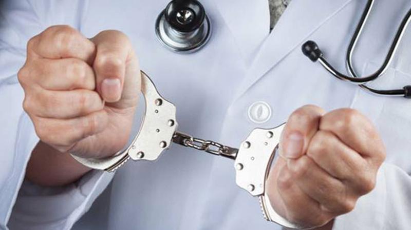 أسلحة وحبوب إجهاض وإعتداء: الإحتفاظ بطبيب في صفاقس