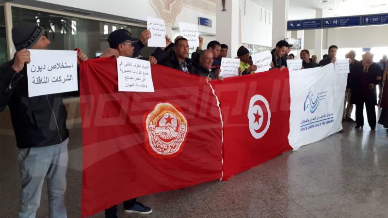 مطار توزر: أعوان الطيران المدني والمطارات يحتجون
